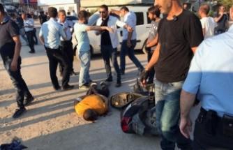 Bursa'da nefes kesen kovalamaca! Kaçan şüphelinin yakınları polise bıçak ve sopalarla saldırdı!