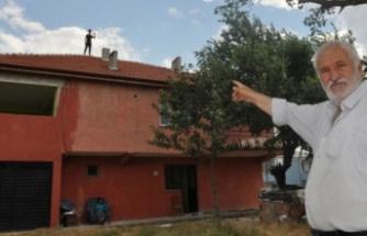 Bursa'da zihinsel engelli genç çatıdan ayrılmıyor!  Hayata böyle tutundu