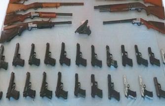 Asker eğlencesine operasyon! 34 silah ele geçirildi
