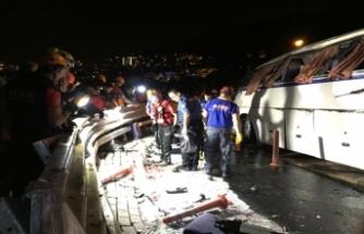 Bursa'da kaza yapan otobüsün enkazı kaldırıldı