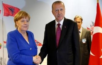 Erdoğan ile Merkel arasında kritik görüşme!