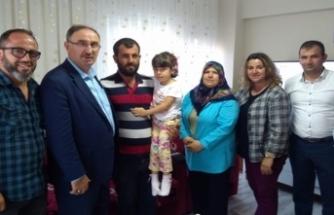 Bursa'da duygusal anlar! Minik kızın ilk kez duyduğu anlara şahitlik ettiler