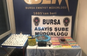 Bursa'da kumarhanelere baskın! Ahlak polisi nefes aldırmıyor!