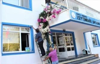 Bursa'da müdür ve muhtar okulu boyadı!