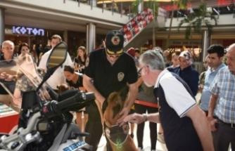 Bursa Narkotem'e vatandaşlardan yoğun ilgi
