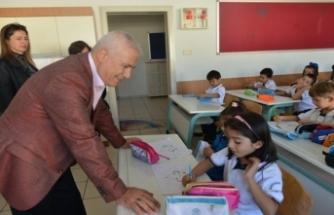Bursa Nilüfer Belediye Başkanı Bozbey'den okullara ziyaret