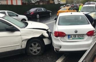 Zincirleme kaza! 5 araç birbirine girdi!