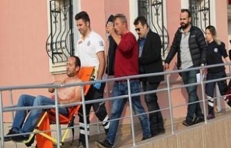Bıçakladığı arkadaşını sağlık ocağına götürüp serumunu taşıdı