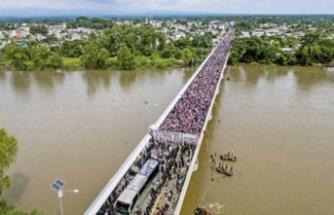 Binlerce mülteci sınırda mahsur kaldı! 'Açız bırakın girelim'