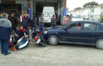 Bursa'da kazada yaralanan motosiklet sürücüsüne ilk müdahaleyi esnaf yaptı