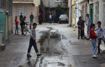 Bursa'da sokağı lağım suyu bastı!