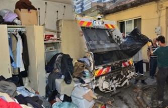 Bursa'daki evden 2 kamyon çöp çıktı!