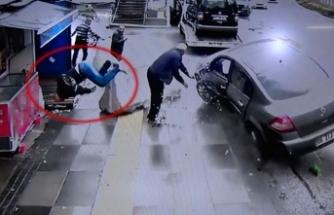 Kaza yaptığı aracını çekiciye yükletirken...