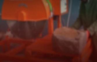 Patlama sonrası fırlayan parçalar işçinin kafasına saplandı