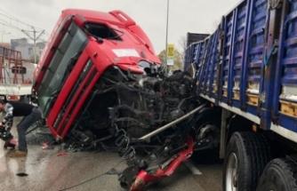Bursa'da feci kaza! TIR ambulansı biçti