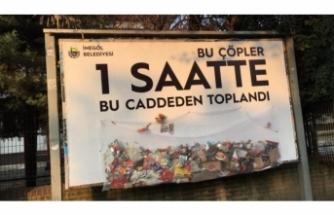 Bursa'da İlan tahtasına reklam yerine çöp astılar