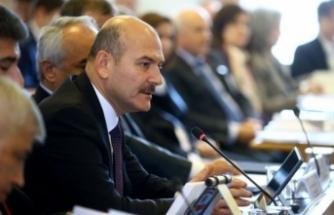 """İçişleri Bakanı Soylu: """"Toplantıda Facebook'tan Kandil'e yayın yapıyor!"""""""