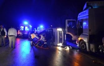 İşçileri taşıyan minibüs ile TIR çarpıştı! Çok sayıda ölü ve yaralı var!