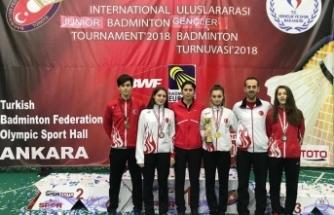 Osmangazili badmintoncuların madalya coşkusu