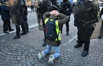 Paris karıştı! Gözaltılar var