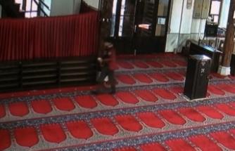 Bursa'da caminin kumbarasına para atıp, imamın telefonunu çaldılar