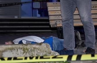 Kaldırımda erkek cesedi bulundu