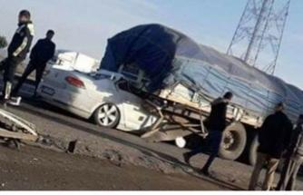 Korkunç son! Otomobil TIR'ın altına girdi!
