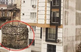Osmanlı sarnıcının yanı başına bina diktiler