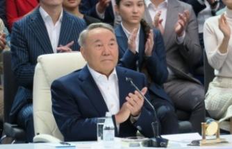 Kazakistan siyasetinde deprem! Hükümeti feshetti!
