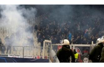 UEFA AEK'yı men etti