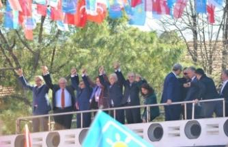 Akşener Bursa'da konuştu: Biz ekonomiyi konuşmaya devam edeceğiz