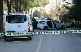 Bursa'da bahçe duvarına çarpan otomobilin sürücüsü öldü