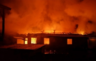 Bursa'da çıkan yangında can pazarı!