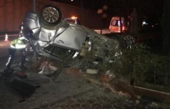 Bursa'da feci kaza! Camdan fırladılar