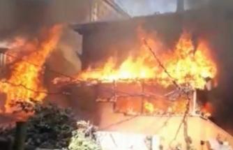 Bursa'da korkutan yangın! İki katlı bina alev alev yandı!