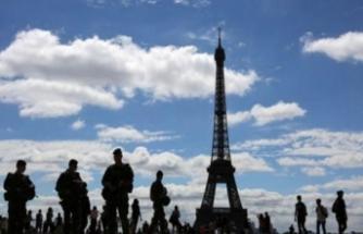 Fransa'da güvenlik güçlerine, sarı yeleklilere ateş açma izni