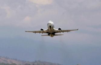Rusya'da Boeing 737-800 tipi uçak acil iniş yaptı