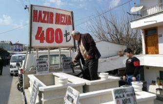 Tanesi 400 TL olan hazır mezara vatandaşlar ilgi gösterdi