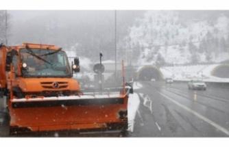 Bolu Dağı'nda kar yağışı etkili oluyor