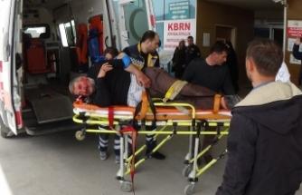 Bursa'da odun sararken kamyondan düştü