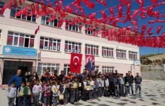 Bursa'da seçim bitti, bayraklar müdüre kaldı