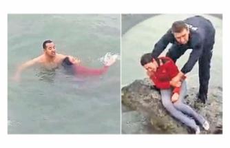 Denize düşen genç kızı polis kurtardı