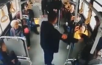 Kendisine yer vermeyen kadının kucağına oturup defalarca tokatladı