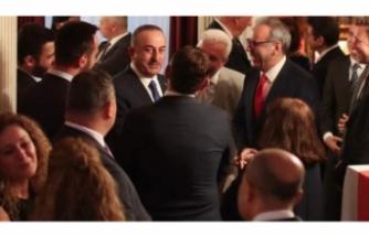 Bakan Çavuşoğlu Meksika'da Türk toplumu ile görüştü