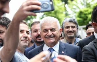 Binali Yıldırım, Beyoğlu'nda vatandaşlarla buluştu
