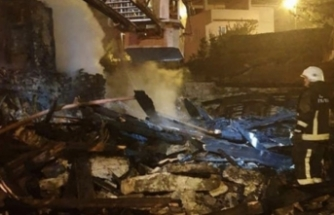 Bursa'da ahşap ev kül oldu!