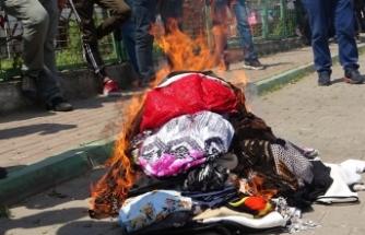 Bursa'da belediye pazarı kamyonlarla kapattı, esnaf mallarını yaktı