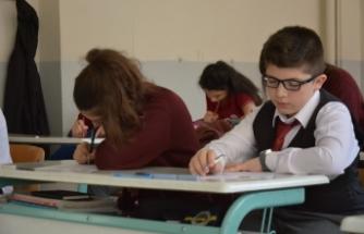 Bursa'daki bu okulda sınavlar öğretmensiz yapılıyor