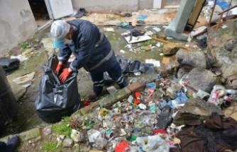 Bursa'daki çöp evden  3 ton çöp çıktı