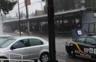 AVM içinde yağmur şaşkınlığı